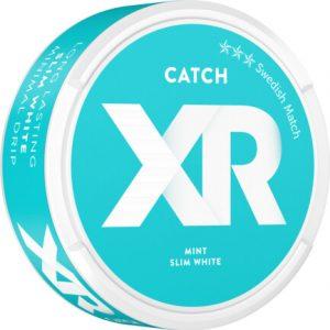 Om produkten XR Catch Mint slim white portionssnus XR Catch Mint slim white är ett vitt portionssnus i torrare portioner som erbjuder låg rinnighet och ett långvarigt genomsläpp av smak. Smaken kommer från en ljus tobakskaraktär vars tydliga inslag av pepparmint toppas av mjuka inslag från eukalyptus och ceder. Se hela XR-serien här Fakta om produkten Varumärke XR Produkttyp White portion Vikt 0.3249 Styrka Normal Nikotinhalt 9 mg/g Innehåll/förpackning (gram) 16,8 Snustyp Slim White Portion Format Slim Producent Swedish Match snushandel nyköping snusbutiken påljungshage köpcentrum tobak