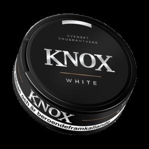 Om produkten Knox White Portionssnus Knox White Portion är ett white-portionssnus som kombinerar tobakssmak med inslag av bergamott och citrus. Just den här kombinationen är den traditionella tobakssmaken som många känner igen. Snusets white-portioner ger en låg rinnighet. Knox är det första enklare snuset från Skruf Snus. Tillverkningen följer samma kvalitetskrav och råvarustandard som Skrufs övriga produktsortiment. Fakta om produkten Varumärke Knox Produkttyp White portion Styrka Normal Nikotinhalt 8 mg/g Innehåll/förpackning 19,2 g Snustyp White Portion Format Normal 4 Producent Skruf Snus snushandel i nyköping ab snusbutiken påljungshage köpcentrum tobaks butik